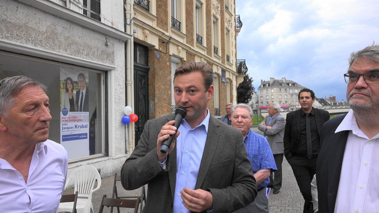 ... ou encore Fabien Fraeyman, maire de Bruyères-sur-Fère. Celui-ci fut le premier maire à parrainer Emmanuel Macron.