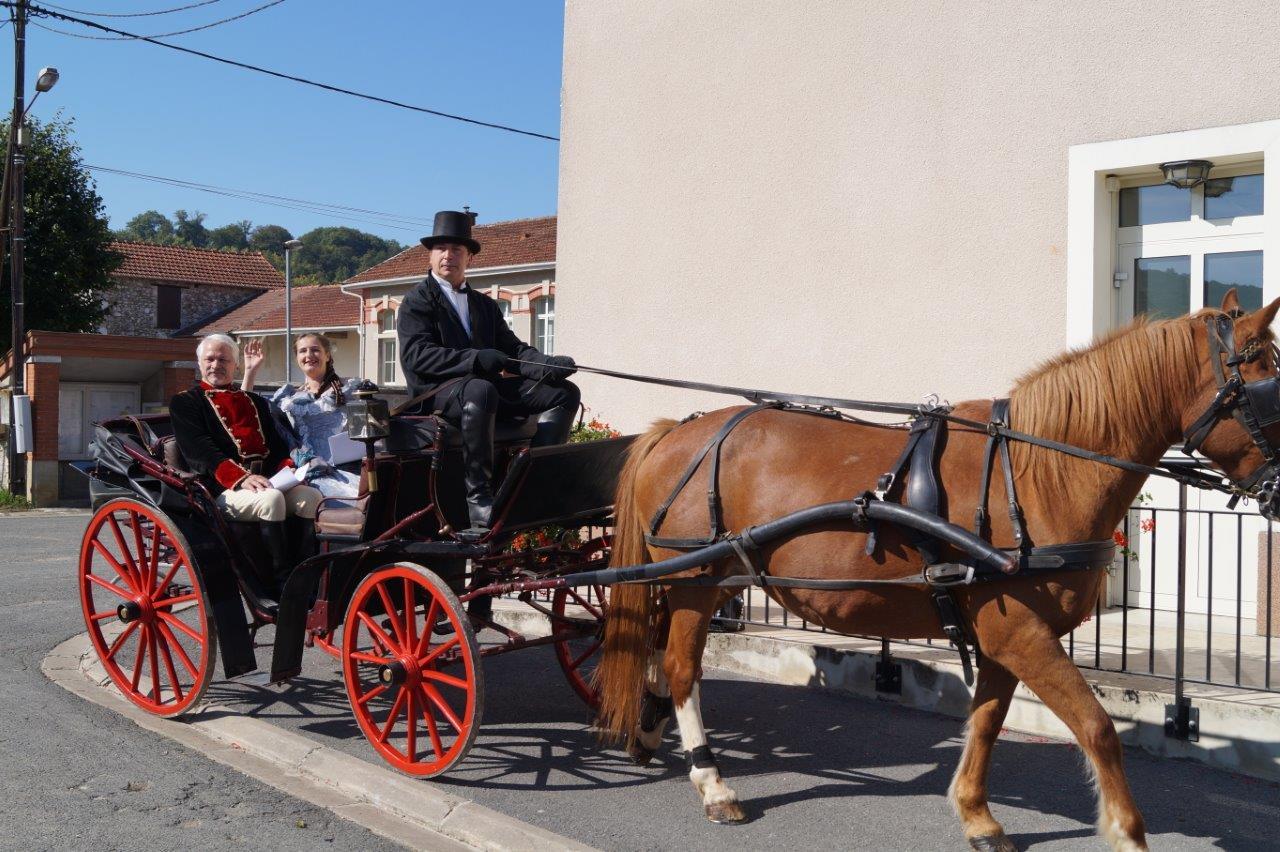 Le Breuil. Le couple impérial arrive à la mairie...
