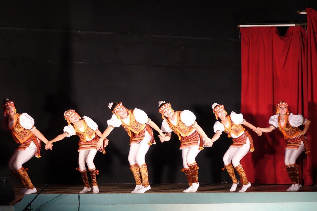 Danses et numéros d'acrobatie ont rythmé la soirée...