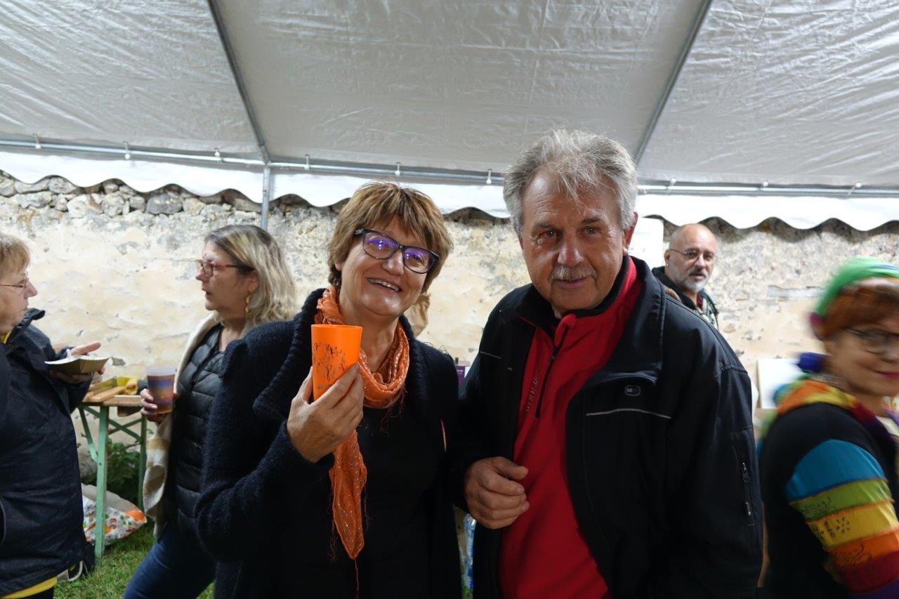 De gauche à droite : Françoise Ressouches, présidente de l'ACPV et Georges Verdoolaeghe, maire de Montigny-lès-Condé.