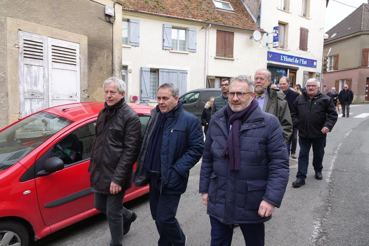 De gauche à droite : Éric Assier, Xavier Bertrand et Dominique Moyse.