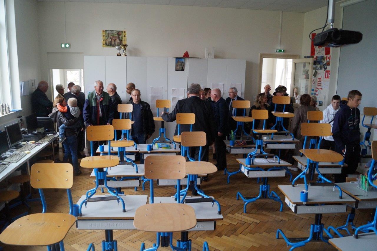 La salle de classe de l'école regroupée Le Breuil / Igny-Comblizy a gardé son parquet d'origine. Respect !