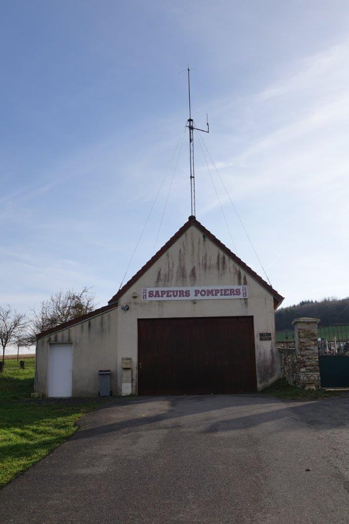 La caserne des pompiers de Saint-Eugène est située... rue du cimetière.