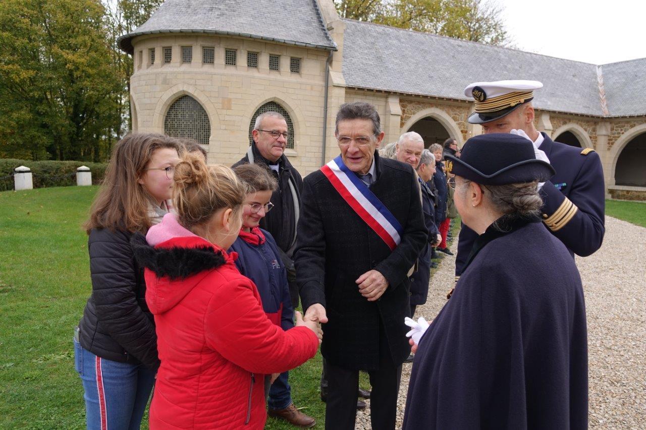 Les autorités ont salué les élèves du collège Claude-Nicolas Ledoux de Dormans et leur professeur Christine Galopeau-de-Almeida, présents lors de la cérémonie...