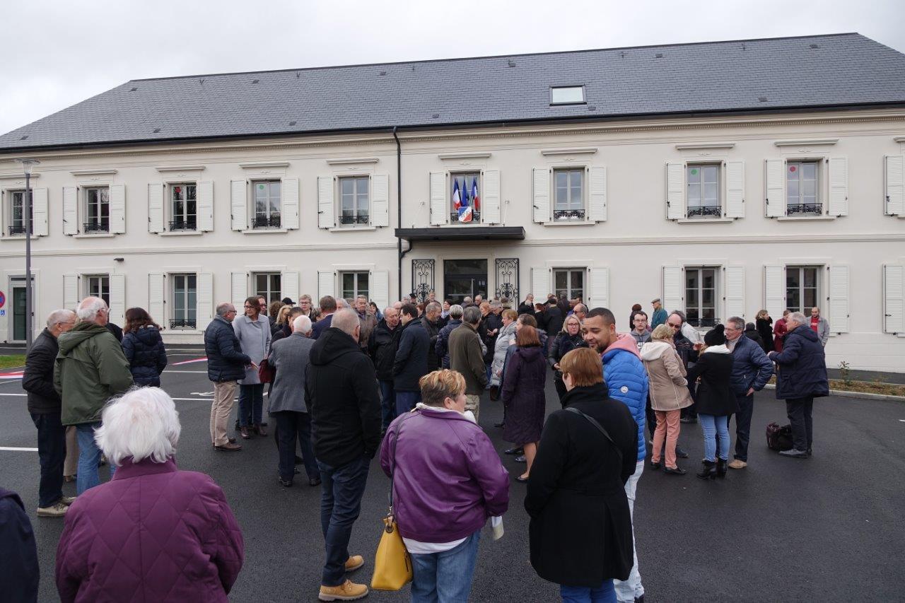 Près de 100 personnes ont répondu à l'invitation de la municipalité.