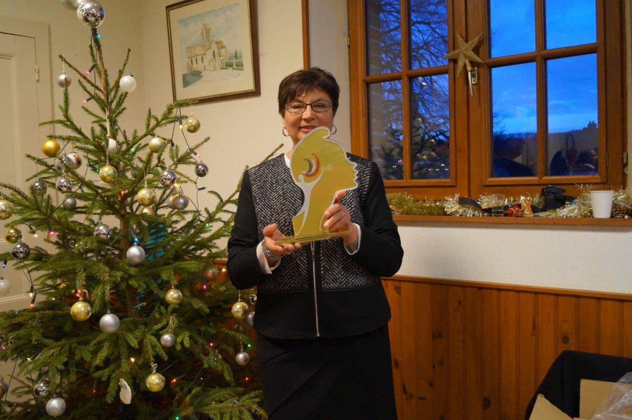 Jacqueline Picart ne se représentera pas aux élections municipales de mars 2020. Du coup, le Père Noël lui a remis une Marianne pour ses trente-sept années au service des administrés, comme conseillère municipale puis maire déléguée.