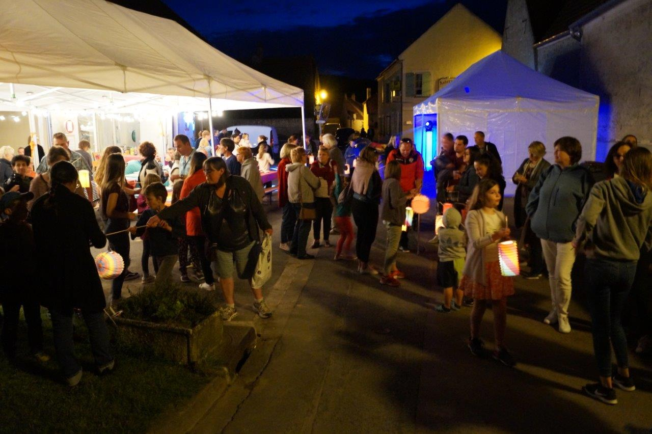 Le défilé nocturne a ravi petits et grands.