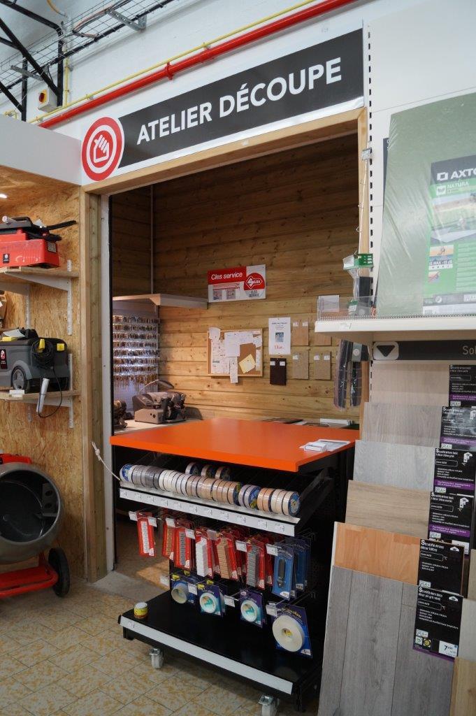 La découpe verre et bois est l'un des nombreux services proposés aux clients.
