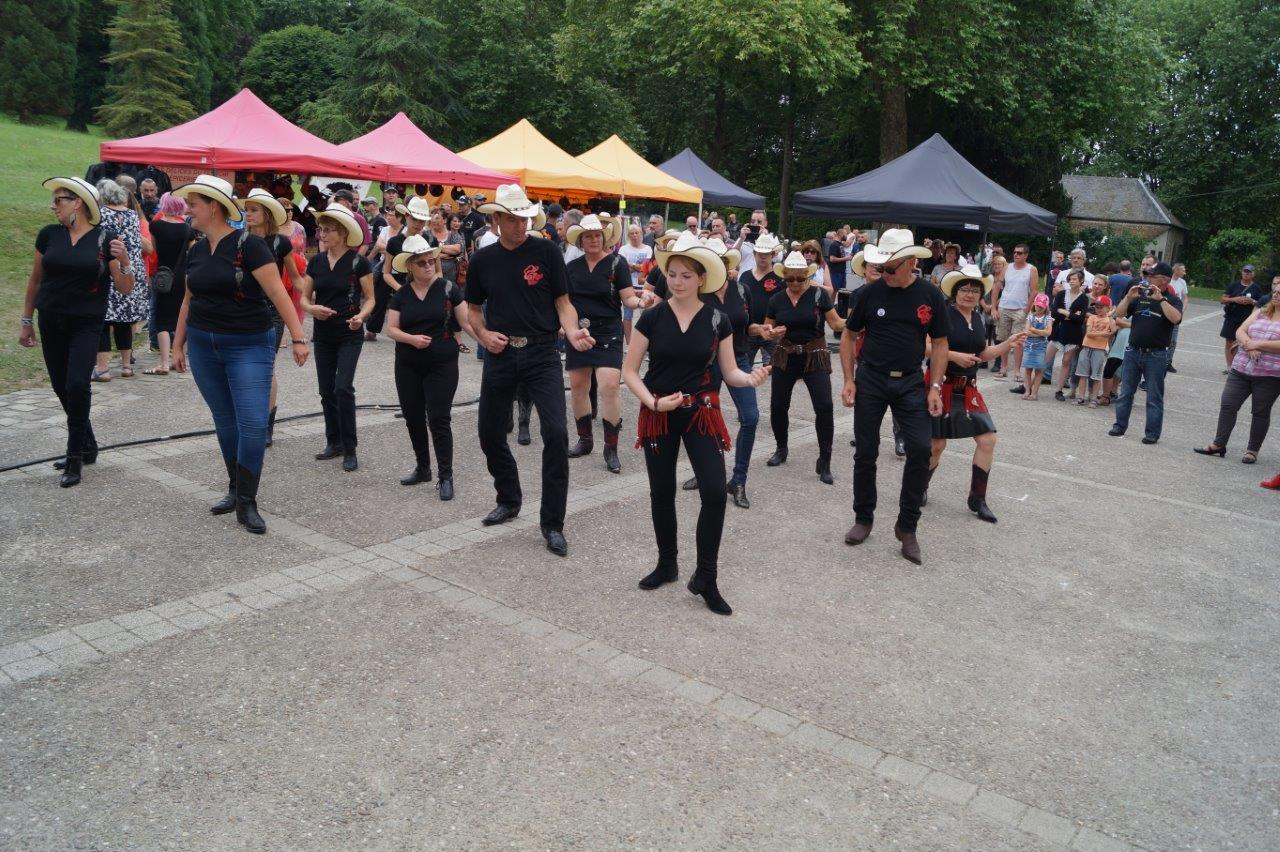 Le groupe sud axonais de danse Country, The Threewolv's, de Trélou-sur-Marne.