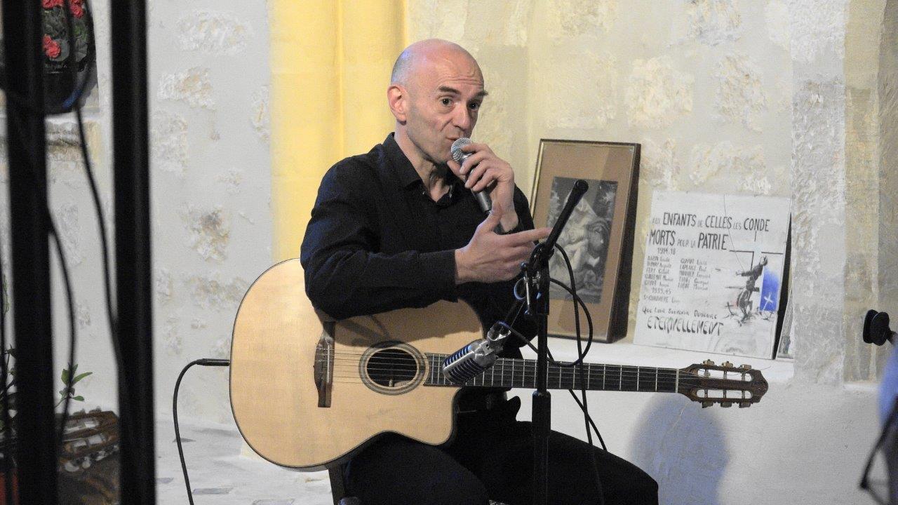Boris Pelosof rend un vibrant hommage à Django Reinhardt.