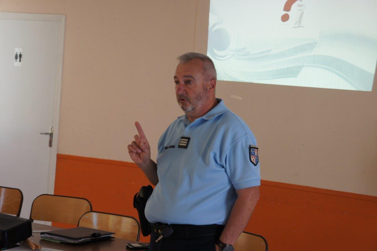 Les gendarmes ont animé la réunion d'information pendant près d'1h30.