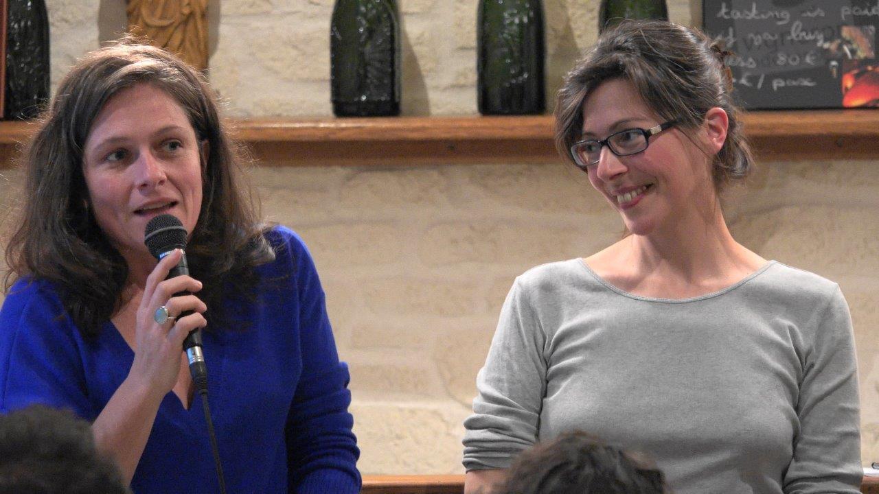 Natacha de la Simone échange avec le public sur son métier de libraire en compagnie de l'éditrice Jeanne Guyon.