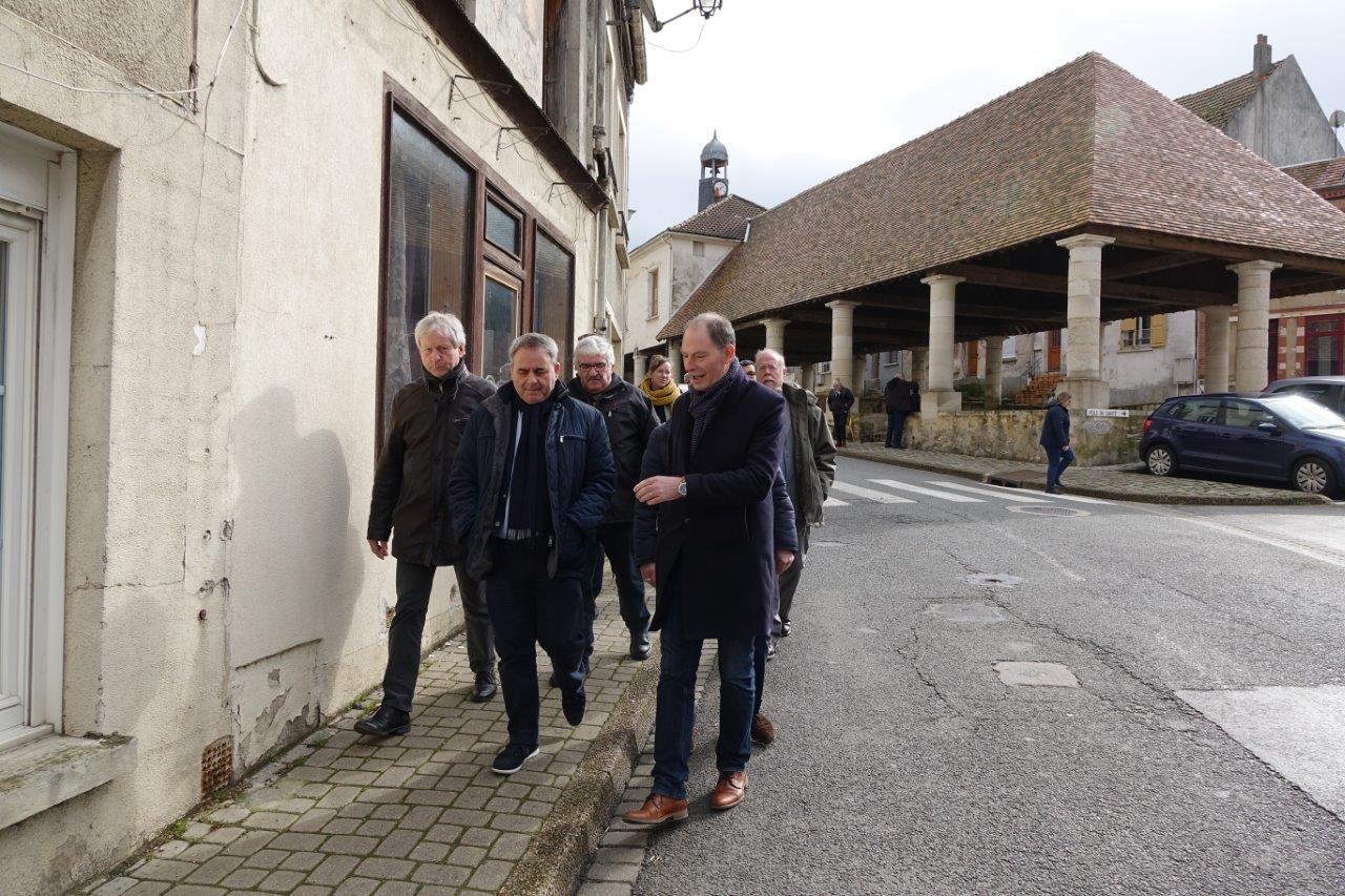 À droite : Yves Coquel, président de l'Association TFBCO (Tourisme Ferroviaire de la Brie Champenoise à l'Omois).