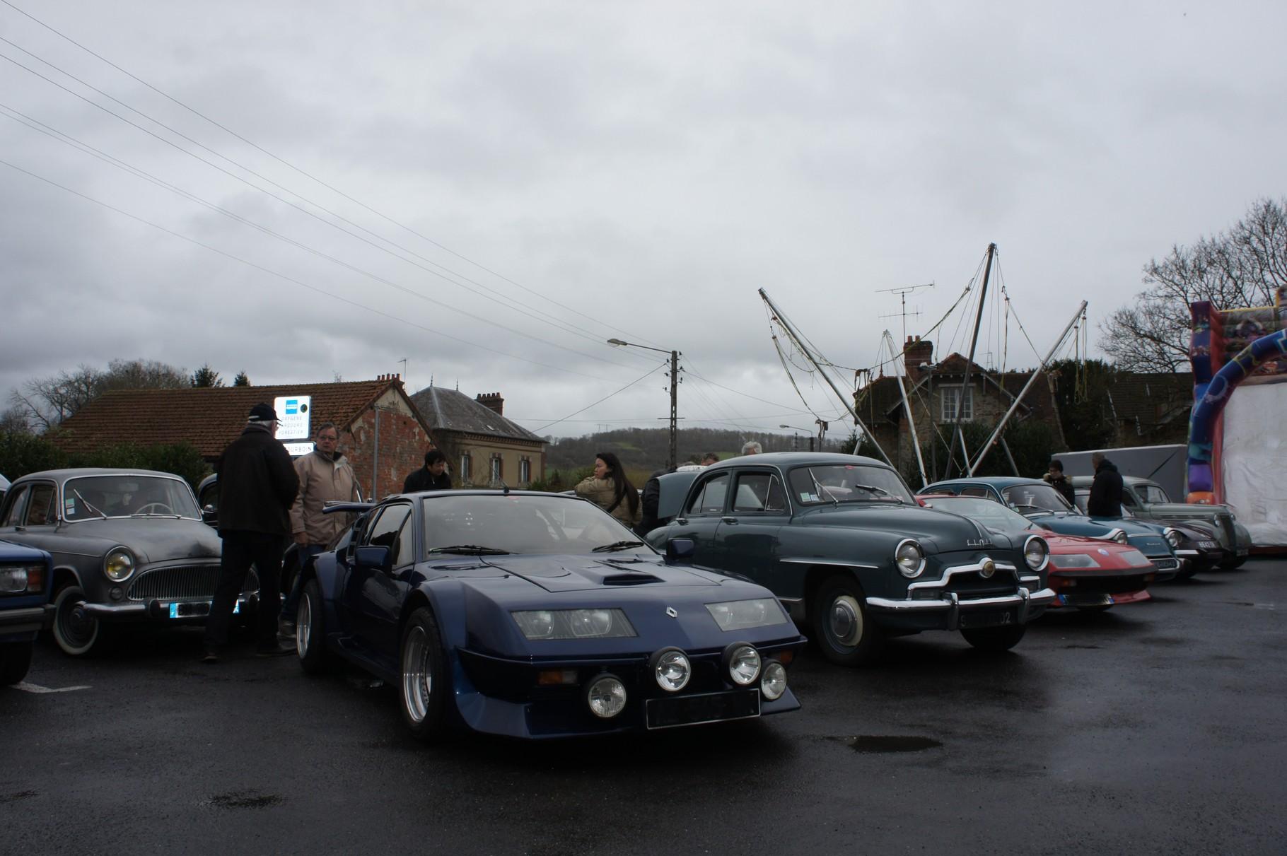 Condé-en-Brie (02) Balades à bord de voitures anciennes