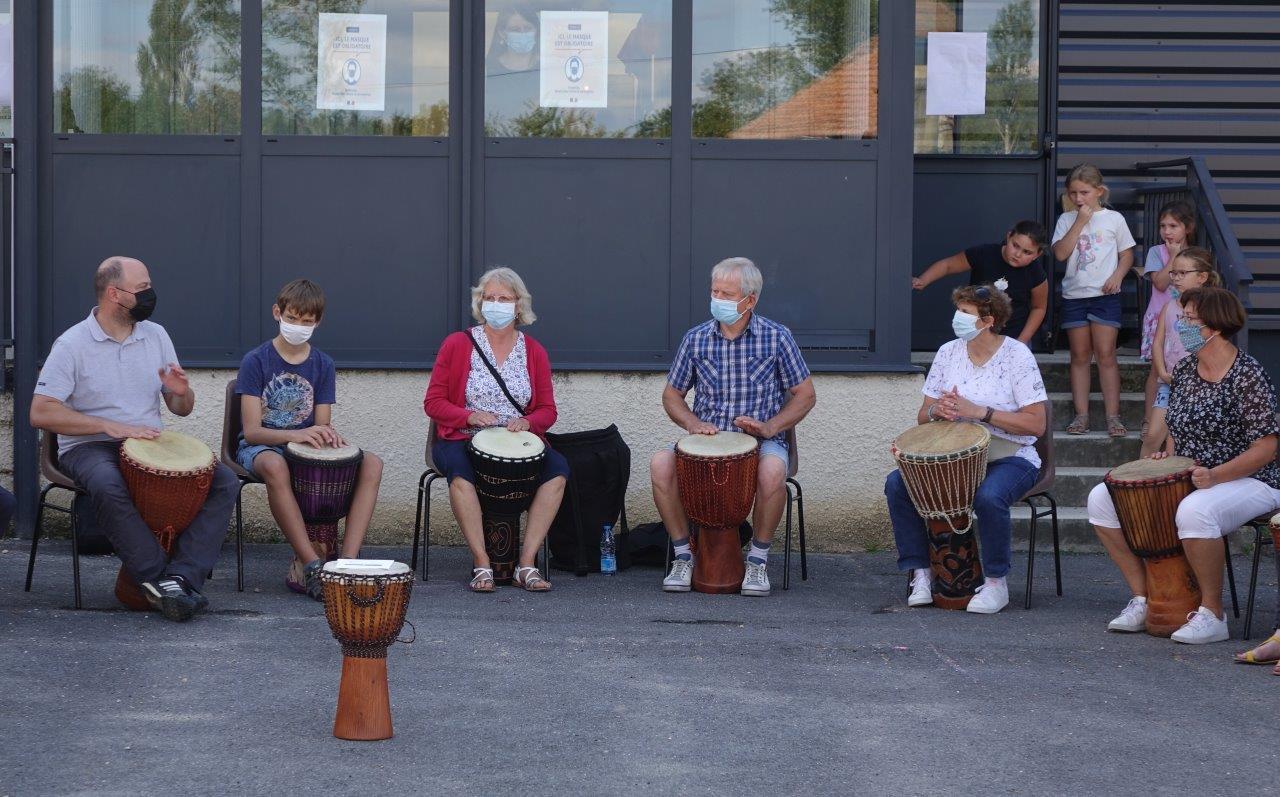 L'atelier Djembé de l'École de musique de Crézancy-Jaulgonne.