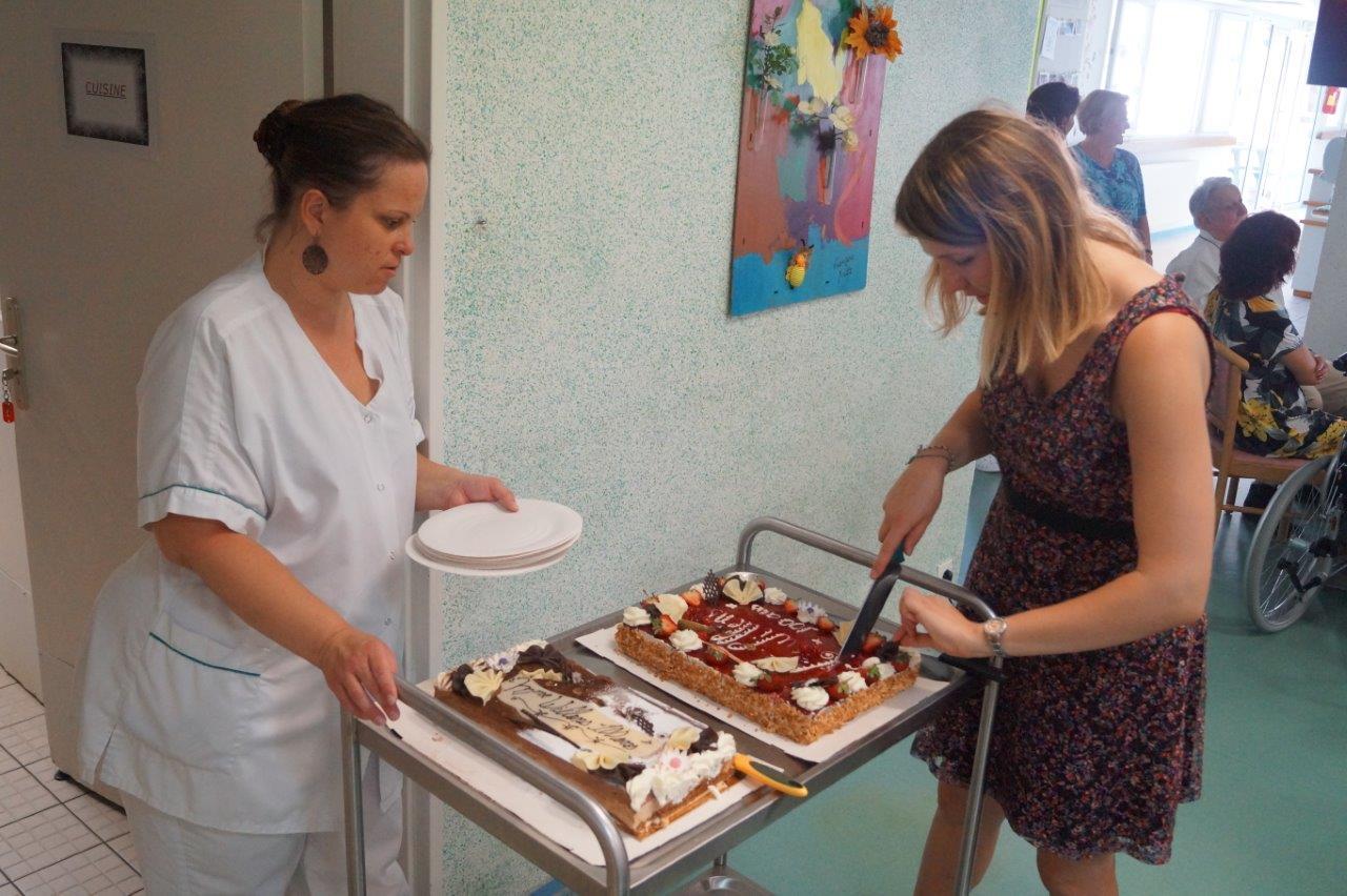 Les gâteaux d'anniversaire sont de retour en coulisses pour le second temps fort de l'après-midi...