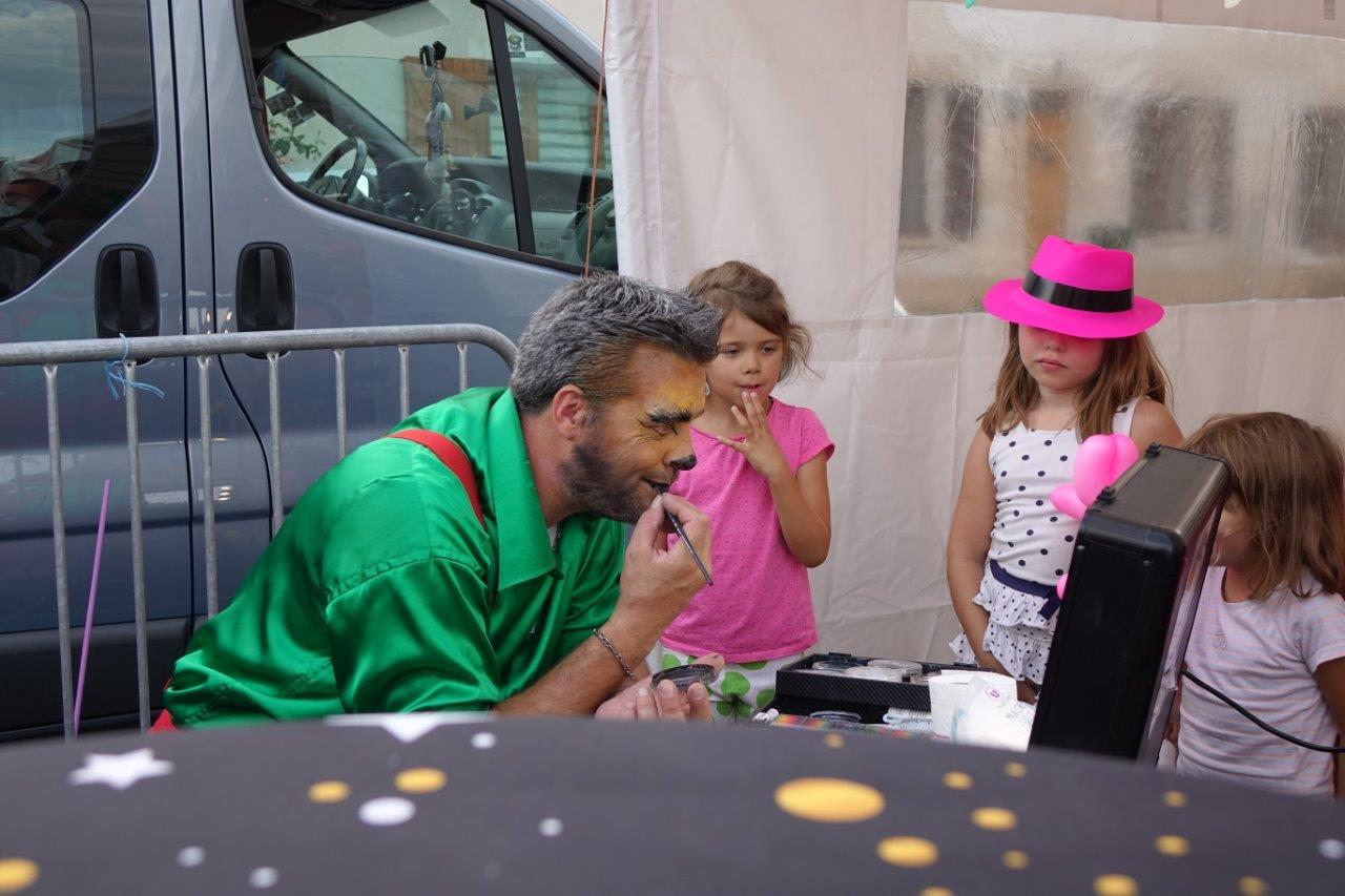 Le magicien ballonneur Rigadin a fait la joie des enfants.