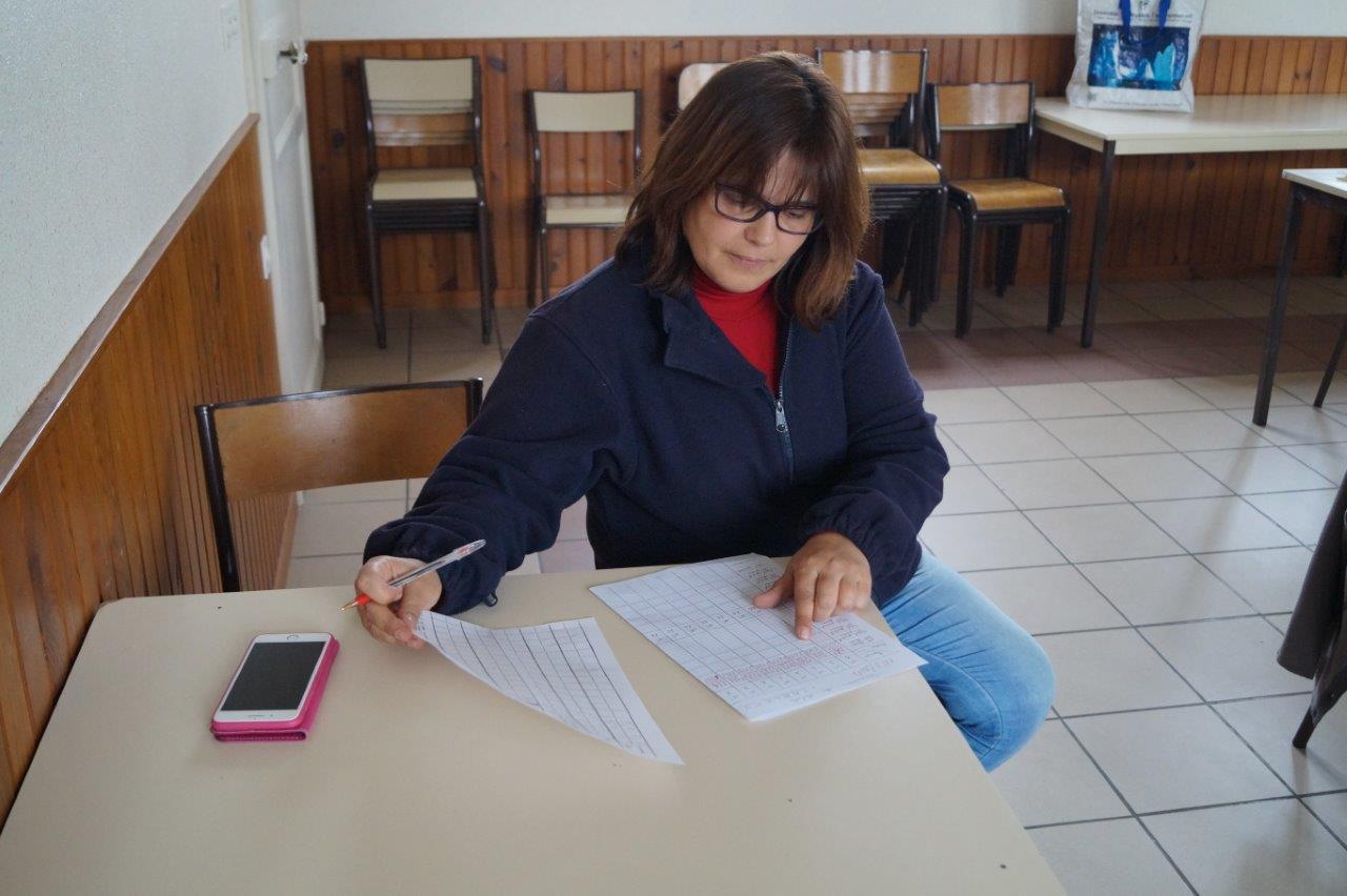 Marina, trésorière du comité des fêtes odonien, a en charge la comptabilisation des points et le bon déroulement du concours.