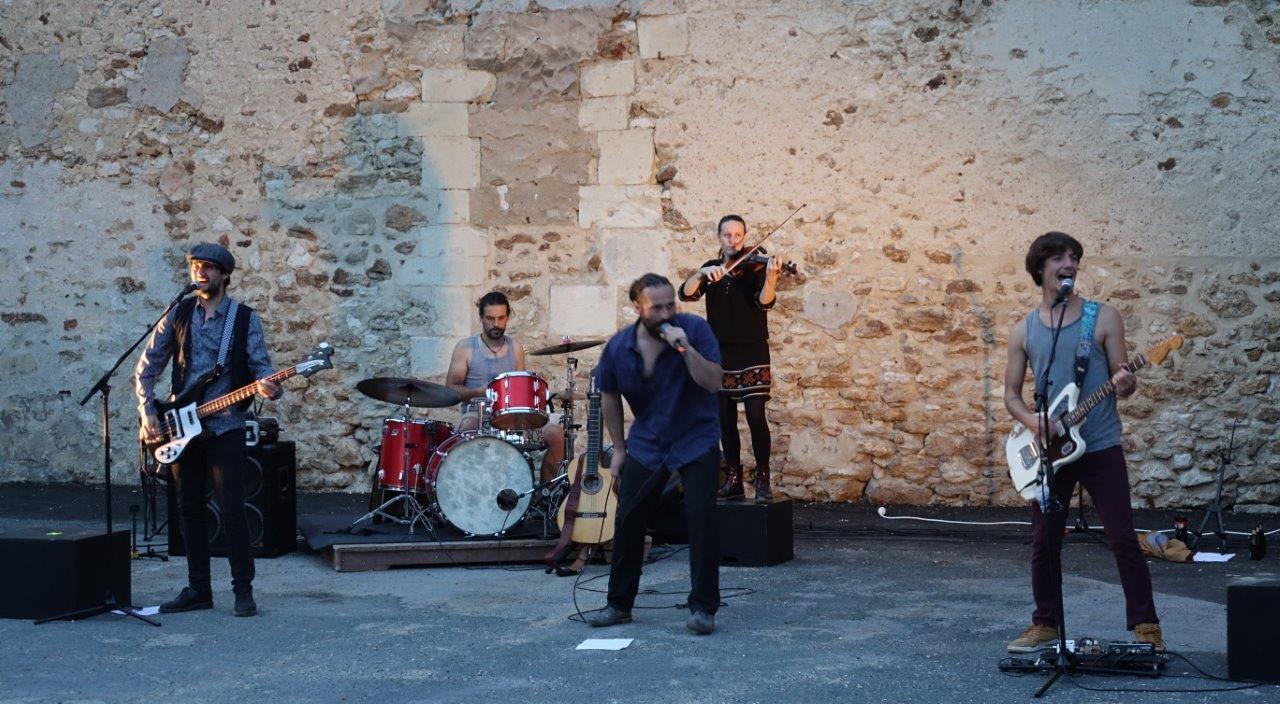 Ramon Tapul délivre un son nerveux aux accents gipsy rock...