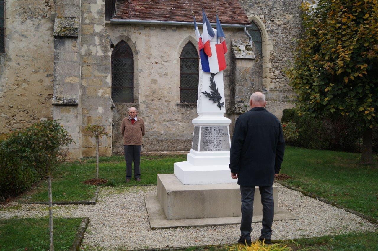 Au fond : Bernard Roulot est le président de la section odonienne des anciens combattants.