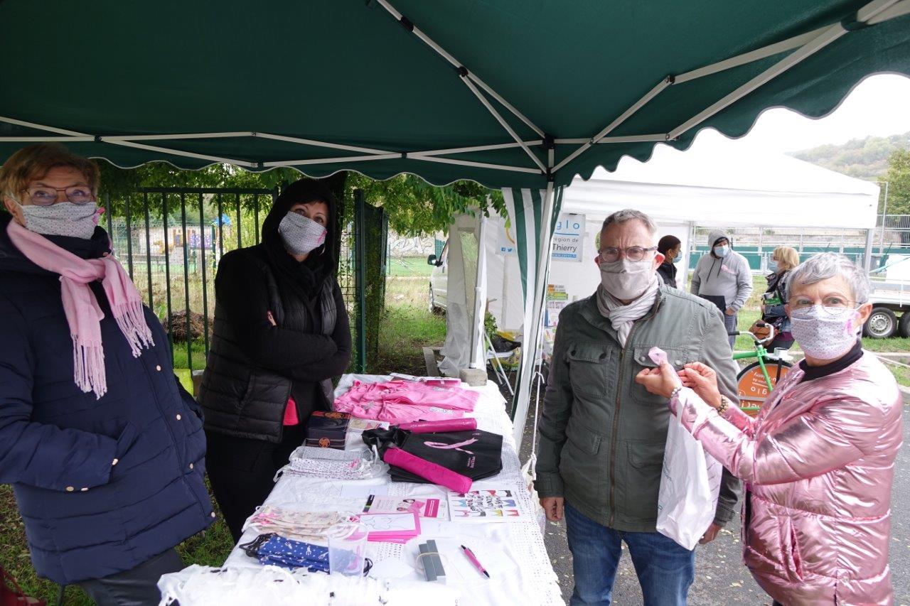 De gauce à droite : Jacqueline Picart, Gaëlle Vaudé, Dominique Moyse, solidaire d'Octobre Rose et Mylène Lefèbvre.