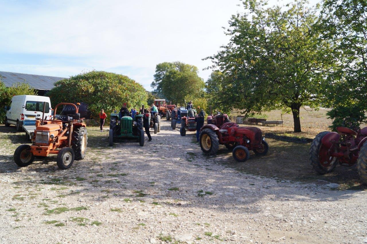 A Baulne-en-Brie, les retardataires rejoingnent le groupe de collectionneurs au hameau de Nogent.