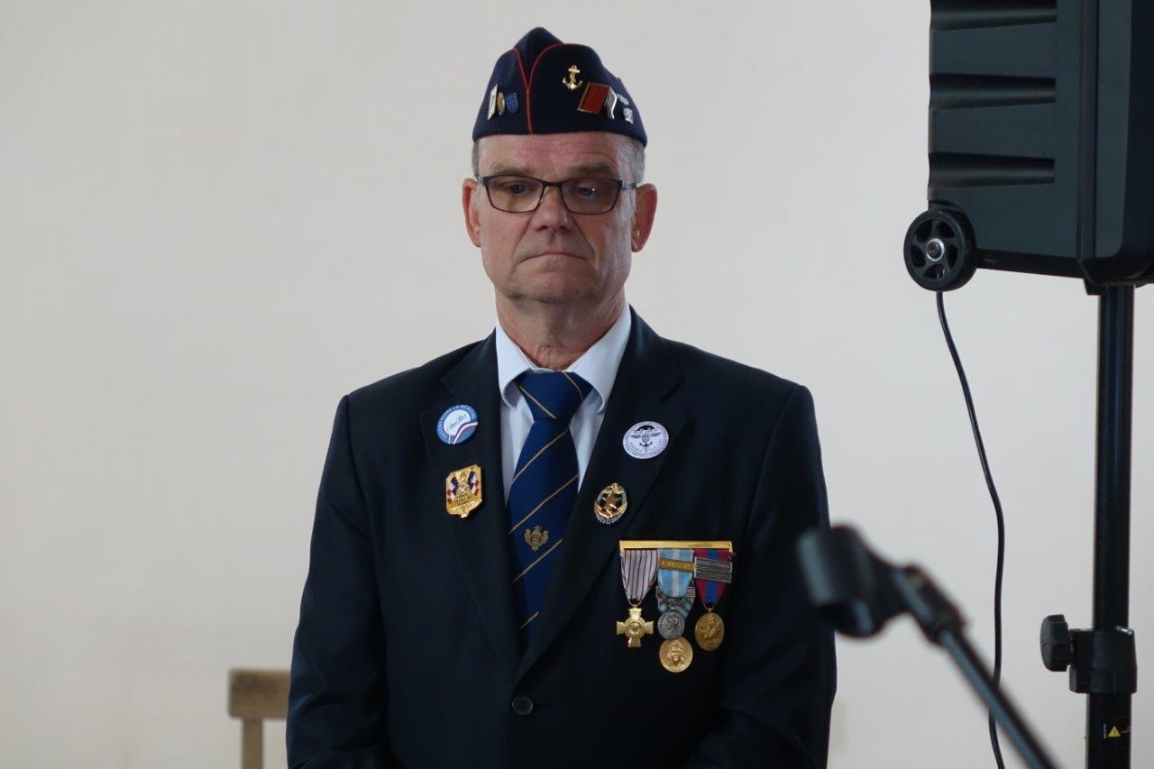 Marcel Dartinet, adjoint au maire de Vallées-en-Champagne, est, comme à l'habitude, le maître de cérémonie.