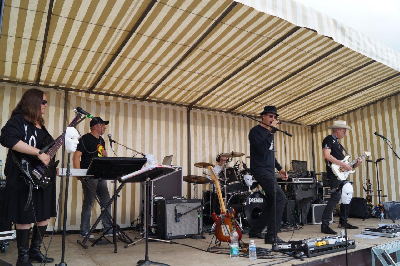 Fidèle à son habitude, le groupe sud axonais Hacker Music Band a piraté une multitude de tubes...