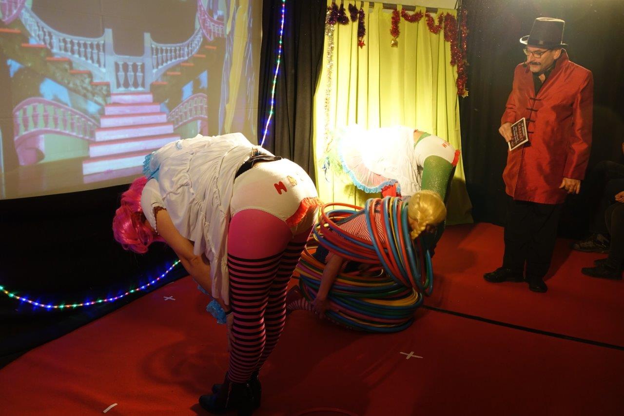 Le présentateur Lolo était aux premières loges pour assister au spectacle.