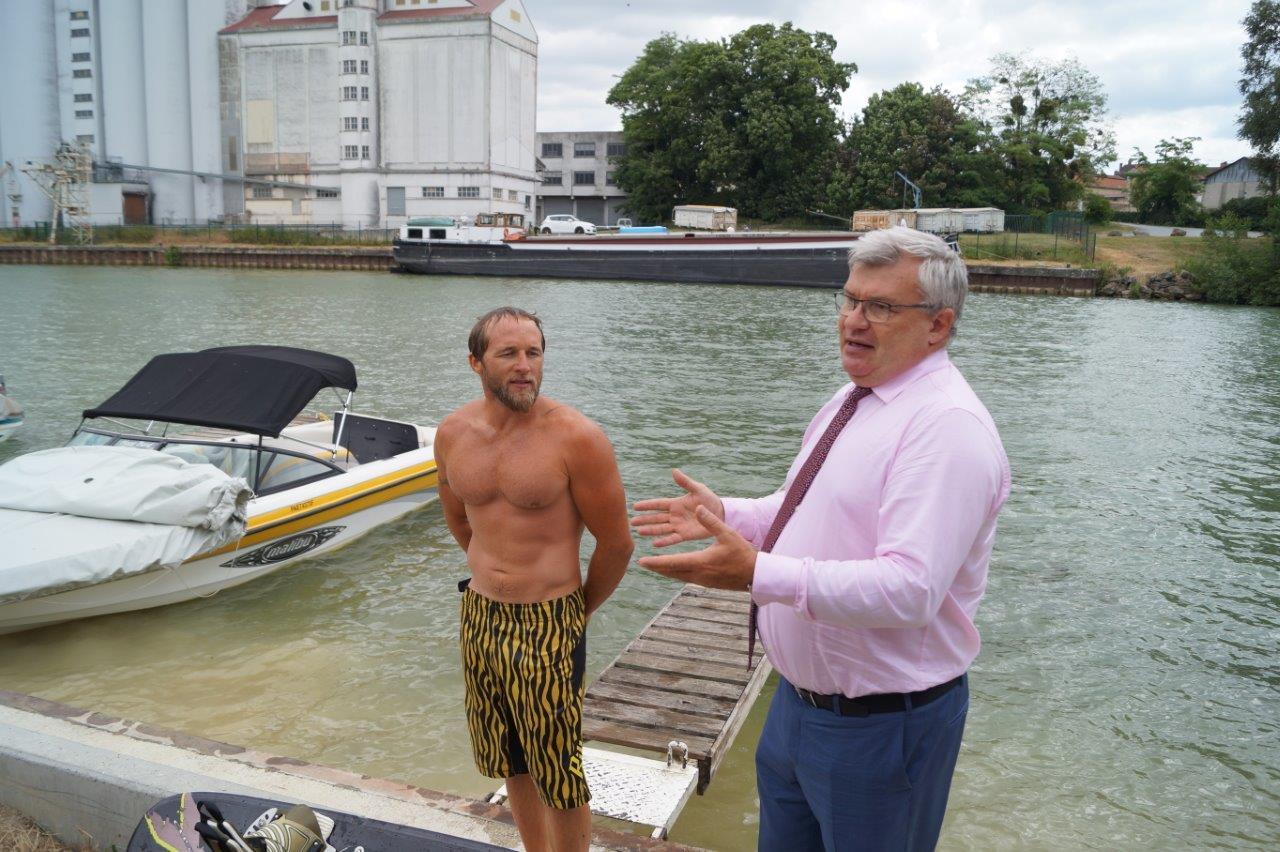 A gauche, le marnais Jérémy Patoureaux, ancien champion de France et d'Europe de ski nautique en compagnie de Christian Bruyen.