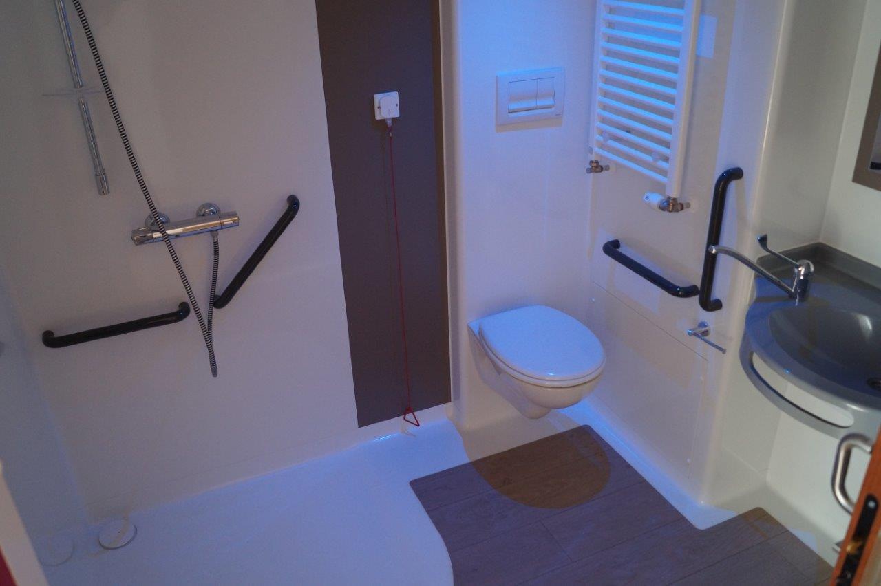 ...avec salle de bain réparties dans trois unités de vie.