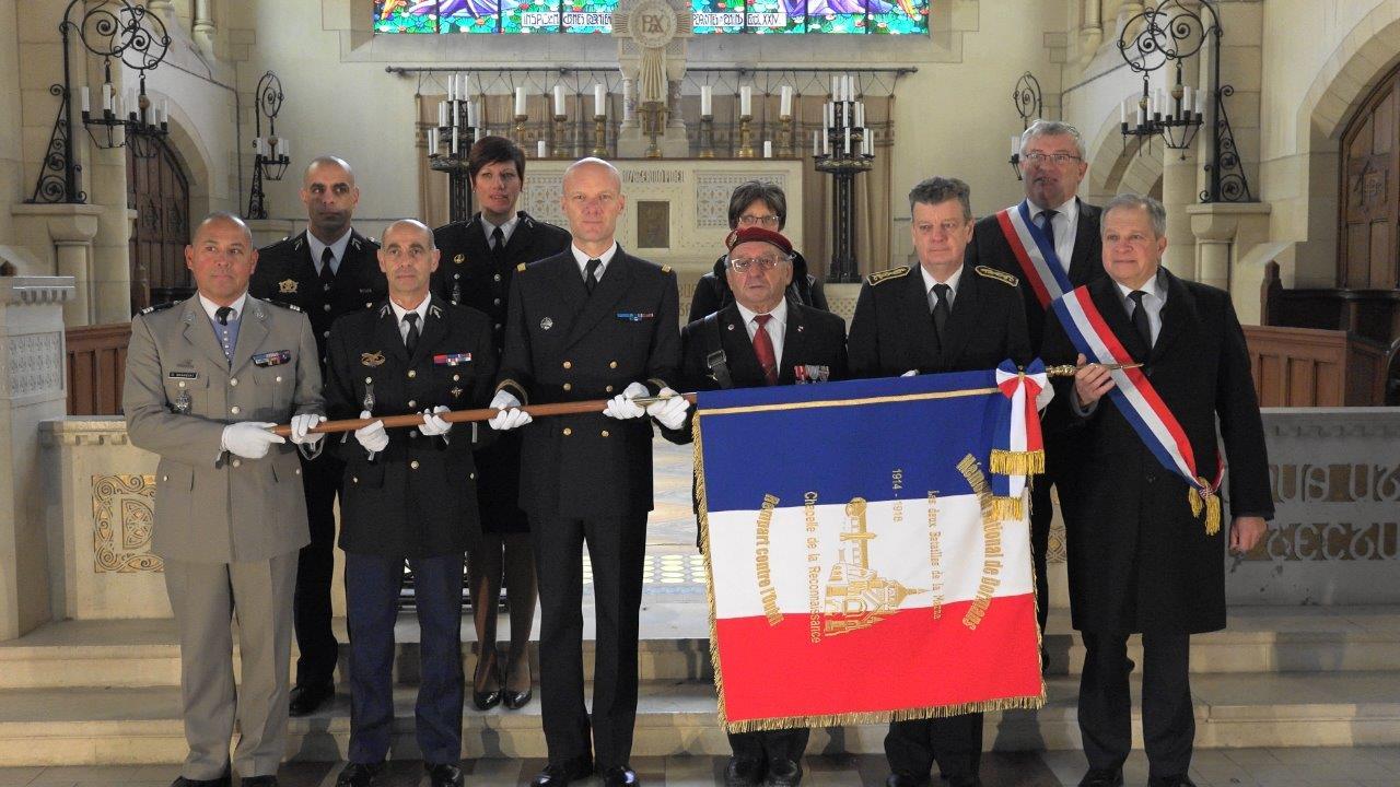 Le drapeau officiel du Mémorial de Dormans est dévoilé à l'intérieur de la Chapelle.
