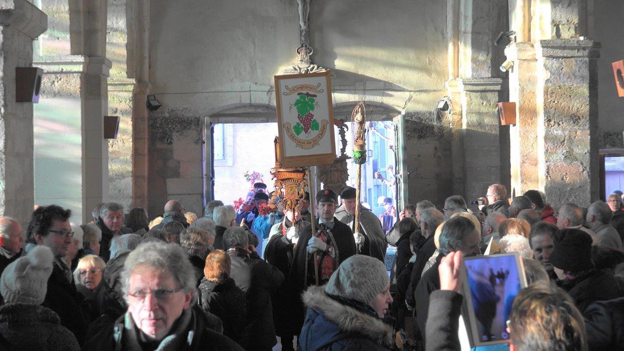 Comme à l'accoutumée, l'église Saint Médard est pleine à craquer.