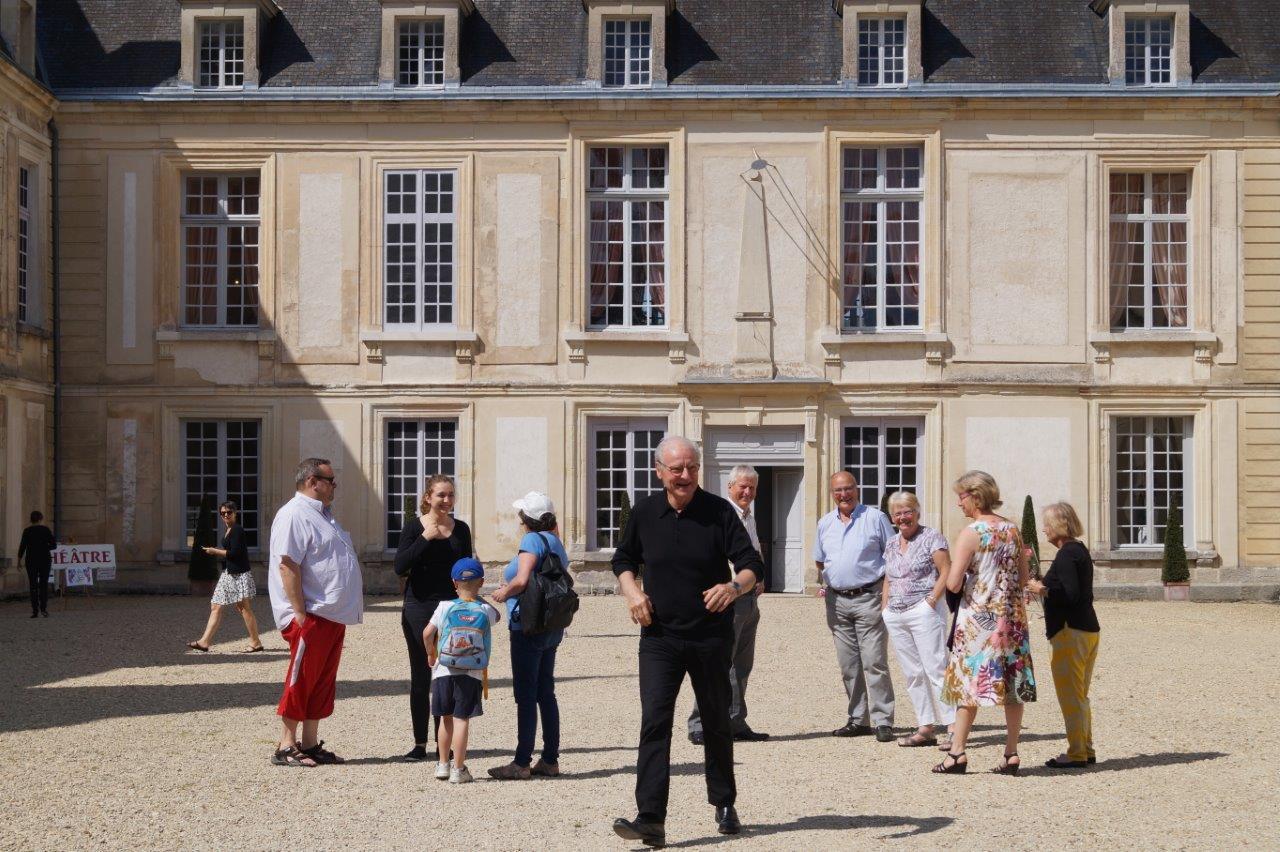 """Au premier plan : Jean-Pierre Rozen, le directeur de la Compagnie """"Pourquoi pas""""."""