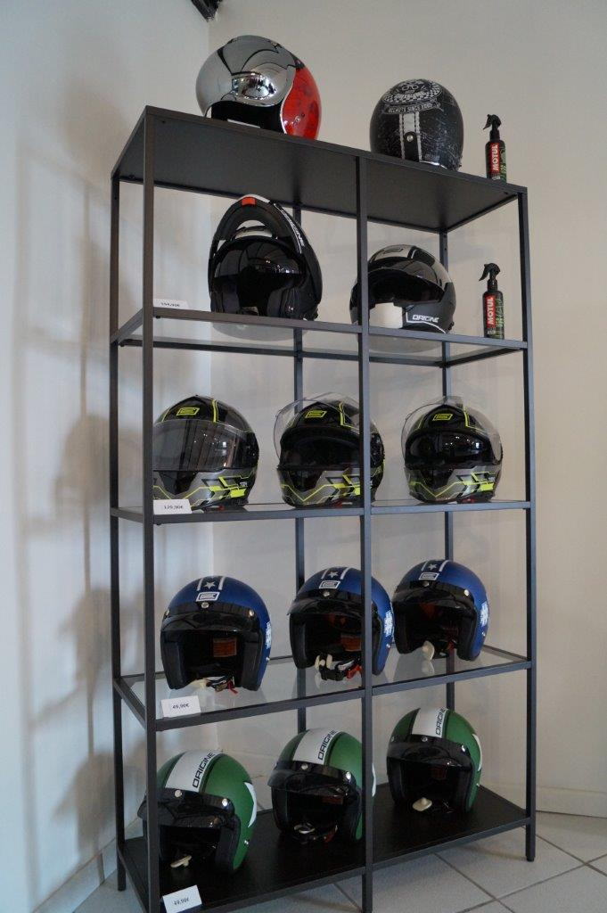 Les casques de la marque américaine Bell devraient rejoindre bientôt ceux de la marque italienne Origine.