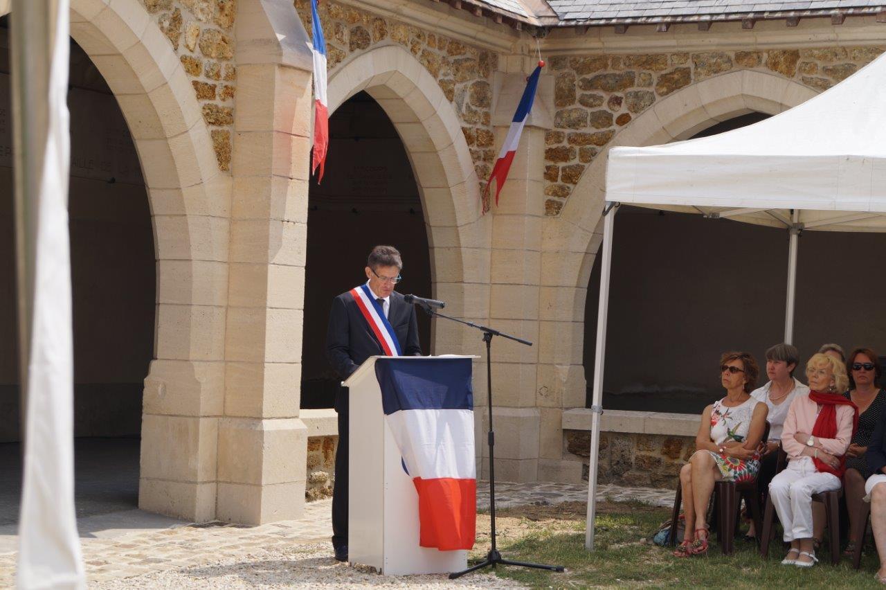 Michel Courteaux, maire de Dormans, a accueilli les personnalités et la population.