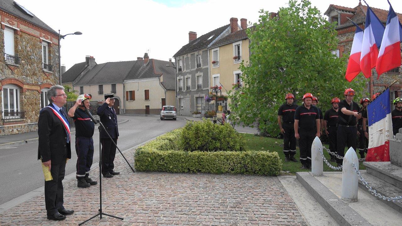 Une minute de silence est observée en hommage aux victimes (86 morts et 434 blessés) de l'attentat de Nice, il y a 1 an.
