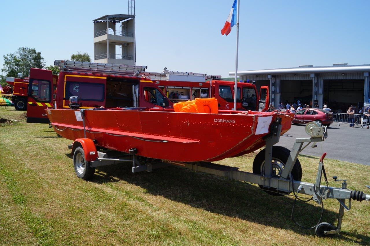 Le centre de secours est doté d'un bateau de sauvetage léger.