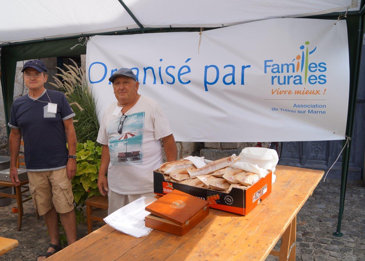 La brocante annuelle est organisée par l'association Familles Rurales de Trélou-sur-Marne.