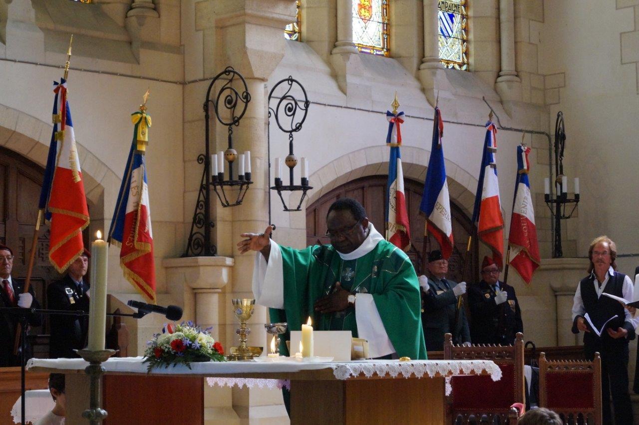 Le père Gaspard Komiser a célébré la messe pour les Morts et la France.
