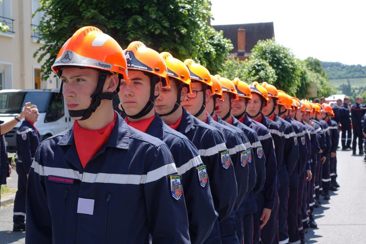 Jeune sapeur-pompier : Pour découvrir la force du travail en équipe et les gestes qui sauvent.