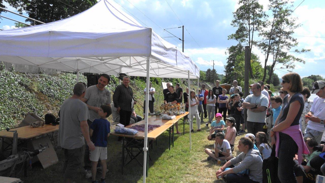 Famille, amis et curieux étaient rassemblés en bords de Marne.