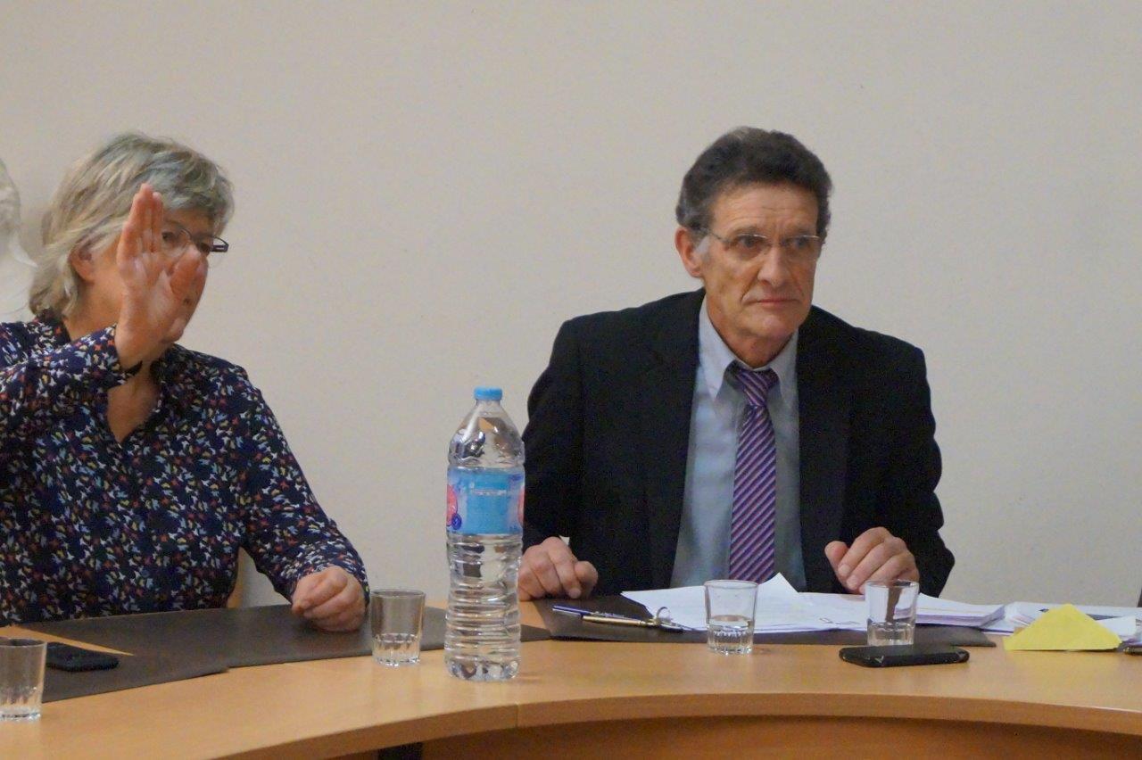 A droite : aussitôt élu maire, Michel Courteaux s'est attelé à la tâche.