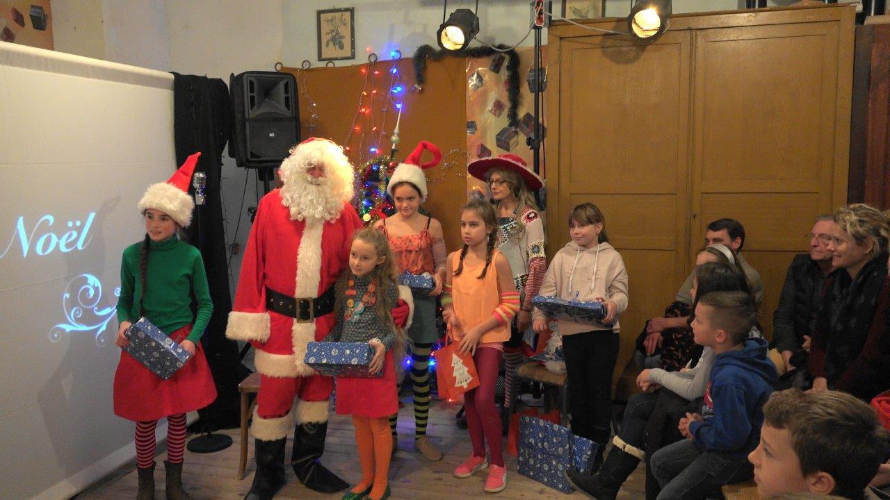 Comme à l'habitude, le Père Noël est passé par le petit village de Montigny-lès-Condé.