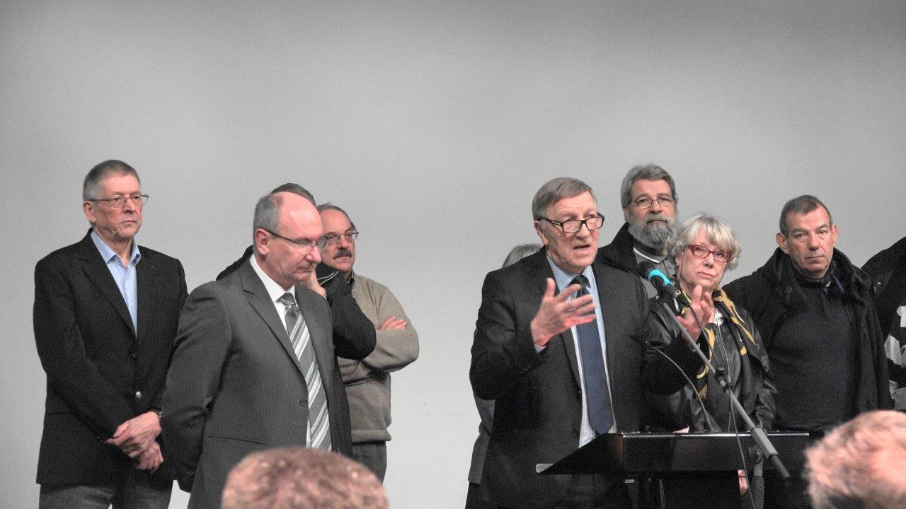 Aucun badge au revers de la veste de Jacques Krabal, député-maire de Château-Thierry et président du PETR-UCCSA !