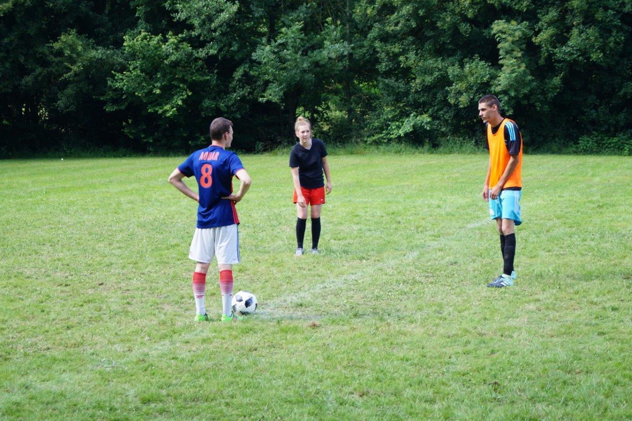 Dans l'après-midi, trois joueuses intègrent une équipe...