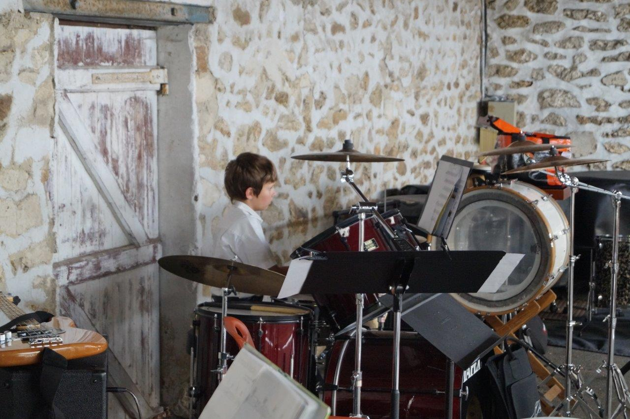Après la remise des diplômes, tous les instruments enseignés à l'école de musique ont été présentés au public...