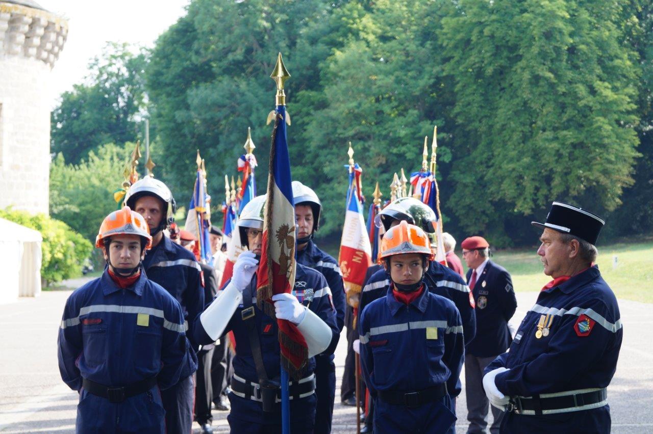 Plusieurs jeunes sapeurs-pompiers (JSP) figuraient parmi le Corps des sapeurs-pompiers de Dormans.