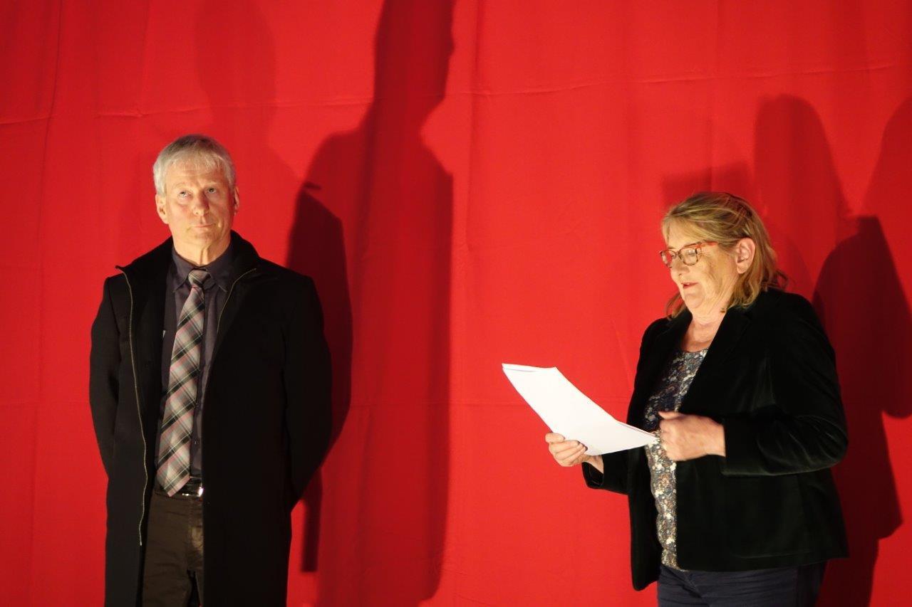 De gauche à droite : Eric Assier et Chantal Toubart accueillent le public.