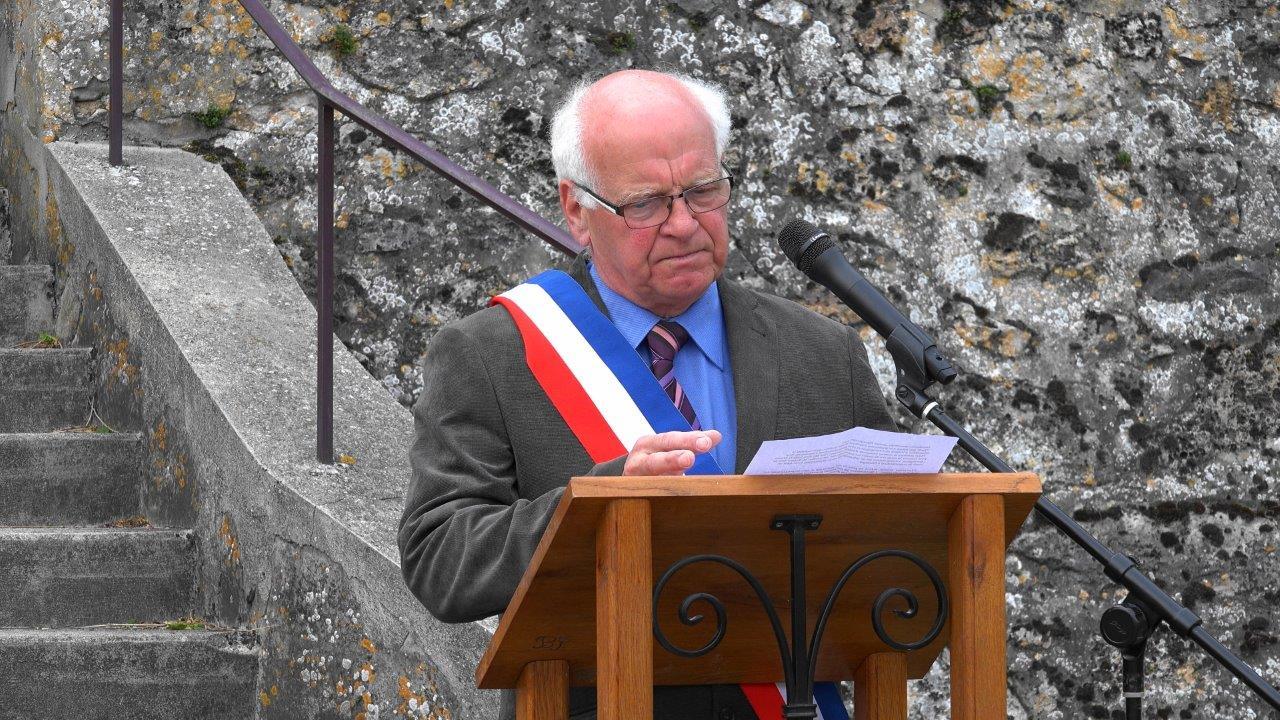 Cette année, c'est au tour de Jean-Paul Clerbois, maire d'Essômes-sur-Marne, de présider la cérémonie.